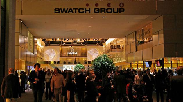 Хороший знак - стенд SWATCH Group на своем месте, в центре гдавного холла выставки