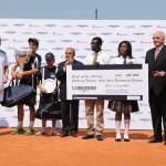 Вручение чека на сумму 100 000$ «Фонду образования Андре Агасси»