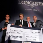 Флоренс Оливье-Ламарк, Генеральный Директор SwatchGroupFrance, и Вальтер фон Кэнел, Президент Longines, вручают Джиму Курье чек на сумму $100,000 в поддержку его фонда