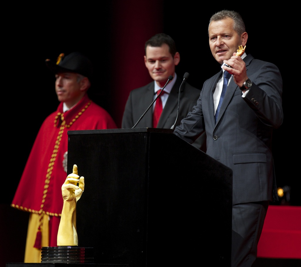 Президент Ulysse Nardin Патрик Хоффман принимает престижную награду