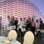 Вручение наград – кубок за третье место в руках капитана Андрея Емельяненко