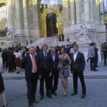 Гости благотоврительного ужина перед входом в Petit Palais