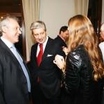 Атмосфера приема располагала к дружескому общению: Александр Журавлев и Сергей Кузнецов