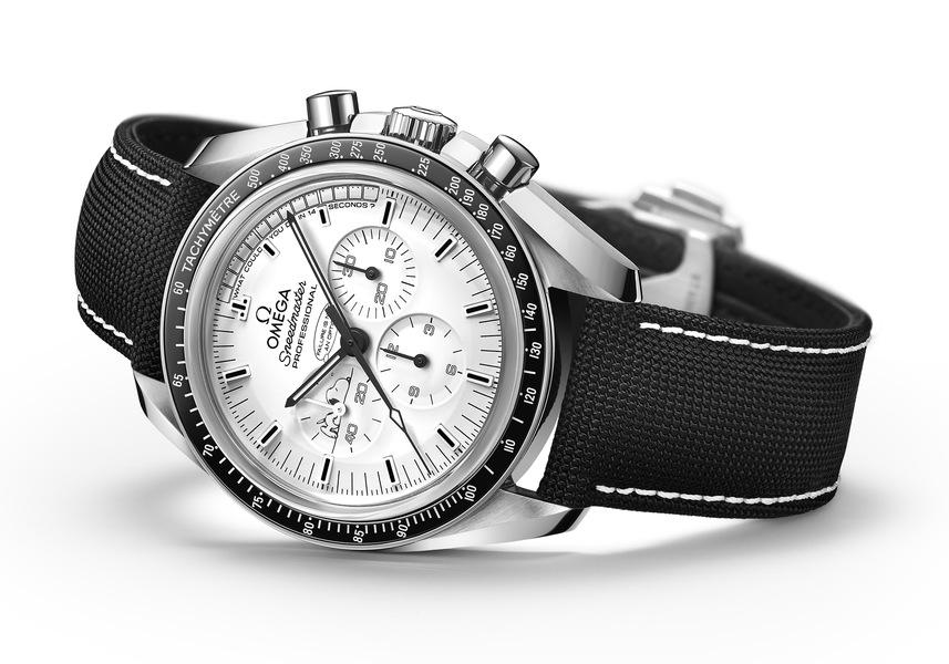 OMEGA Speedmaster Apollo 13 Silver Snoopy Award Сталь/керамика, ручной завод, хронограф, запас хода: 48 часов, диаметр: 42.00 мм, толщина: 14.81 мм, водонепроницаемость: 50 м, тканевый ремешок, лимитированная серия: 1970 экз.