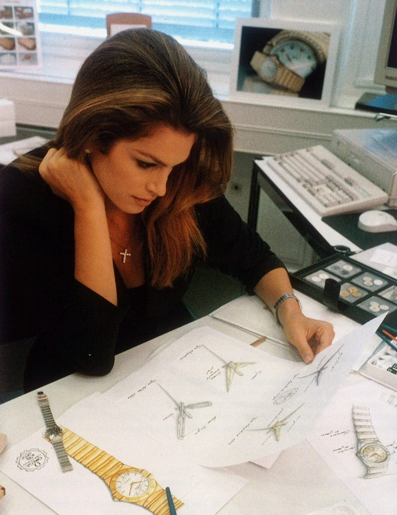 cindy_crawford_working_on_the_constellation_design_at_omega_in_bienne_1_1996
