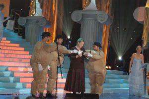 Специальный приз от компаний Eurotime и Longines – часы Longines – вручаются лауреату премии «Чайка» 2005 в номинации «Улыбка Ж» Марии Ароновой